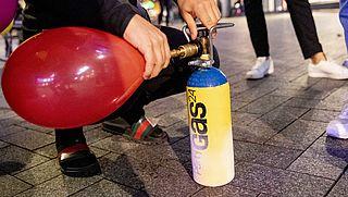 Gemeente Amsterdam gaat lachgasverkoop aanpakken