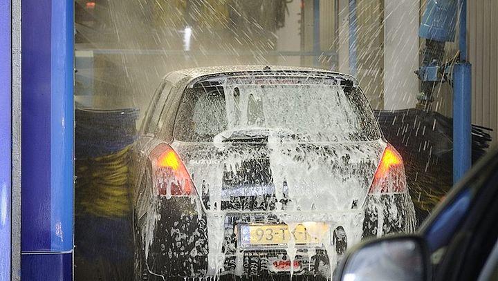 500 euro schade aan auto na een rit door de wasstraat