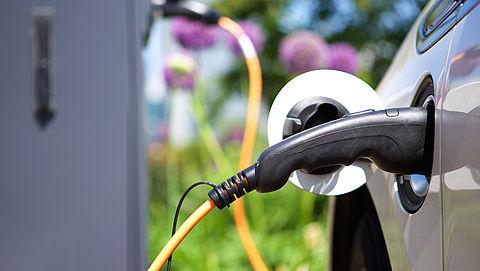 'Tekort laadpalen voor elektrische auto's schrikt consument af'}
