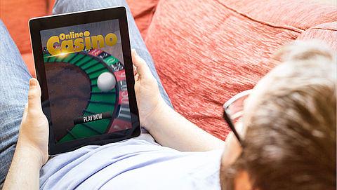 Helft online gamers stapt over naar gokken om geld}
