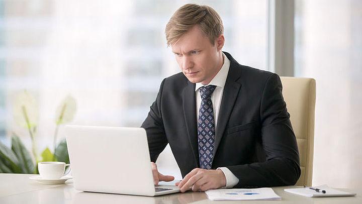 'Werkgevers houden personeel steeds vaker digitaal in de gaten'