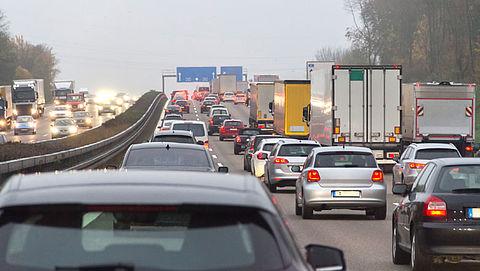 'Verbied megagrote reclamezuilen langs de weg voor verkeersveiligheid'