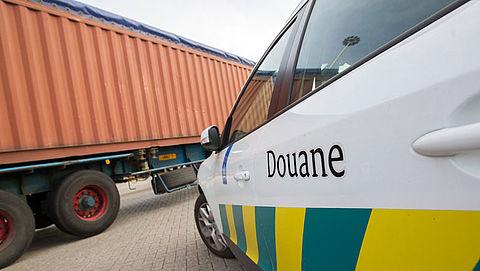 Douane telt steeds meer vervalste mobieltjes en spelcomputers