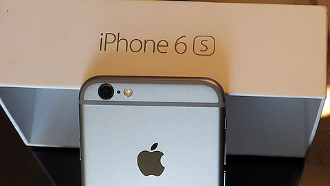 Ophef over tragere iPhones: nieuwe batterij voor je toestel?}