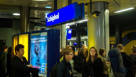 '1 op 8 treinen rondom Schiphol vertraagd'}