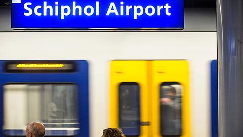 Sneller in- en uit de trein stappen op Schiphol voor betere bereikbaarheid}
