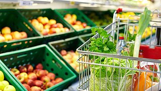 Nederlandse supermarkten verkopen wijn en fruit met bestrijdingsmiddelen