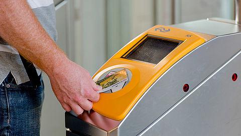 Dijksma pleit voor goedkopere OV-chipkaart