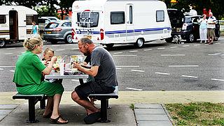 Consument op reis: gevulde koelkast mee voor op de camping