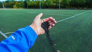 Aangifte om milieuonvriendelijke rubberkorrels op sportvelden