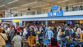 KLM vreest voor lange wachttijden Schiphol deze zomer