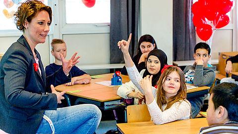 Basisschoolleraren staken tegen laag uurloon en hoge werkdruk}