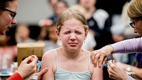 'Kinderen wel of niet laten vaccineren is te vrijblijvend'