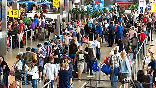 Meer personeel Schiphol in drukke vakantieweken