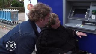 Radar checkt: Pinautomaat te hoog voor invaliden