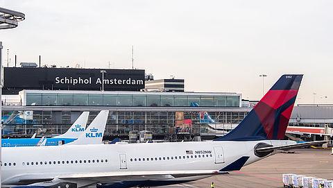 Schiphol moet meer vluchten in de zomer uitvoeren}
