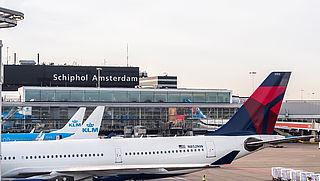 Schiphol moet meer vluchten in de zomer uitvoeren