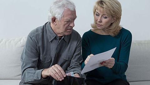 Kabinet compenseert meer loon bij zieke ouderen