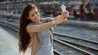 ProRail: 'Maak geen selfies op het spoor'