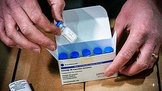 Ook inenting met Janssen-vaccin uitgesteld door kans op bloedproppen