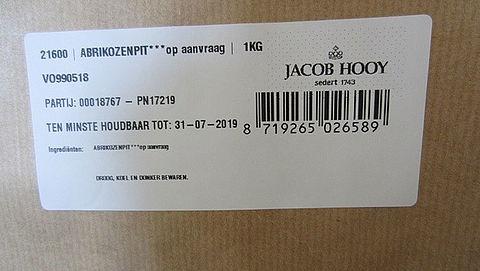Giftige abrikozenpitten van Jacob Hooy ook teruggeroepen}