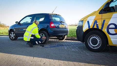 Wegenwacht met speciaal reservewiel de weg op