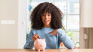 Geld besparen als goed voornemen: de meerderheid houdt het vol, maar hoe?