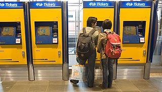 Treinkaartje flink duurder sinds invoering ov-chipkaart
