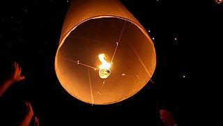 Wensballon oplaten met oud en nieuw? Beter van niet, zegt Milieu Centraal