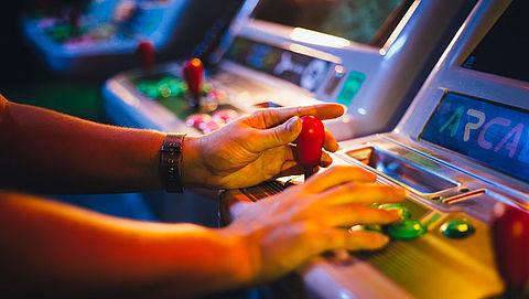 'Jonge kinderen kunnen gewelddadige games spelen in speelhallen'