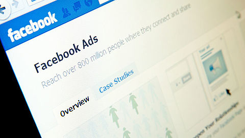 'Facebook laat manipulerende advertenties door'}