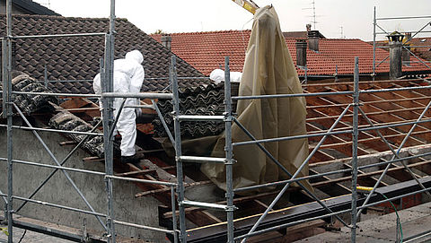 'Asbestvrij dak in 2025 is onhaalbaar'}