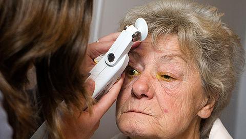 Bezuinigingen zorgverzekeraars op dure oogbehandelingen kunnen leiden tot blindheid