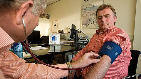 Minder vaak medicatie bij langere bloeddrukmeting}