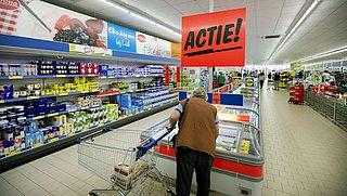 Supermarkten, stop stunts met niet-essentiële producten