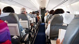 'Veiligheid reizigers in gevaar door afnemende ruimte in vliegtuigen'