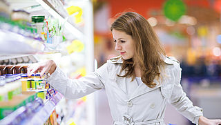 Supermarkt met producten expres over de datum