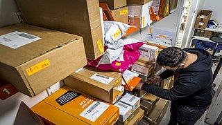 PostNL verlaagt vergoeding voor pakketpunten wegens 'afnemende drukte'