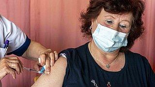 Geen vaccinatieafspraak mogelijk bij jou in de buurt, of pas over een lange tijd? Dit kun je doen