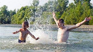 Negatief zwemadvies: 'Zwem niet in open water, kan gezondheidsklachten veroorzaken'