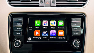 Apple CarPlay en Android Auto: hoe werkt het en wat kun je ermee?