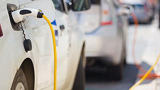 Staatssecretaris van Financiën Eric Wiebes hekelt subsidies stekkerauto's