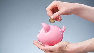 Nederlanders sparen minder op bankrekening