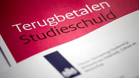 'DUO helpt student te weinig bij studieschuld'}