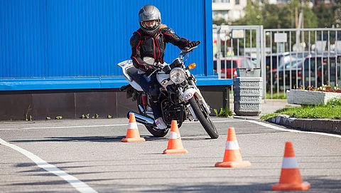 Motor- en scooterrijlessen weer toegestaan
