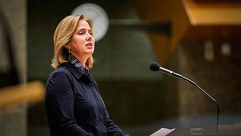 Minister betuigt spijt om fouten stint