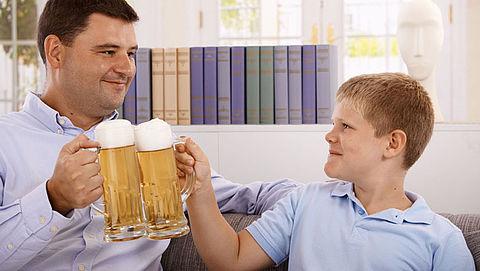 Van 4 op de 10 ouders mag drankleeftijd omlaag}