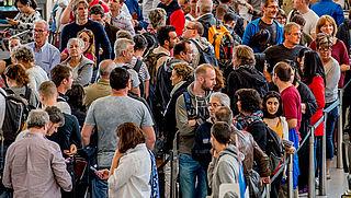 Mogelijk langere rijen op Schiphol door stiptheidsactie beveiligers