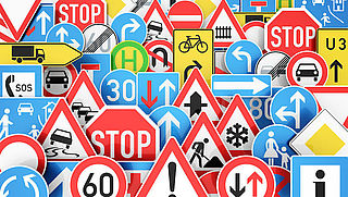 Welke bijzondere wegmarkeringen kom jij tegen?