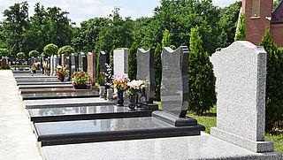 Gemeente De Ronde Venen vraagt onterecht geld voor aanpassing grafsteen